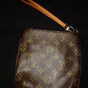 13e26f5a9c97 Louis Vuitton Bags - 🌸SALE🌸Louis Vuitton Partition wristlet